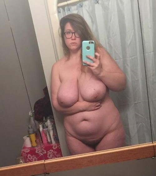 femme ronde gros nichons exhib
